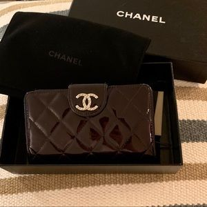 CHANEL Compact French Wallet in Patent Leather